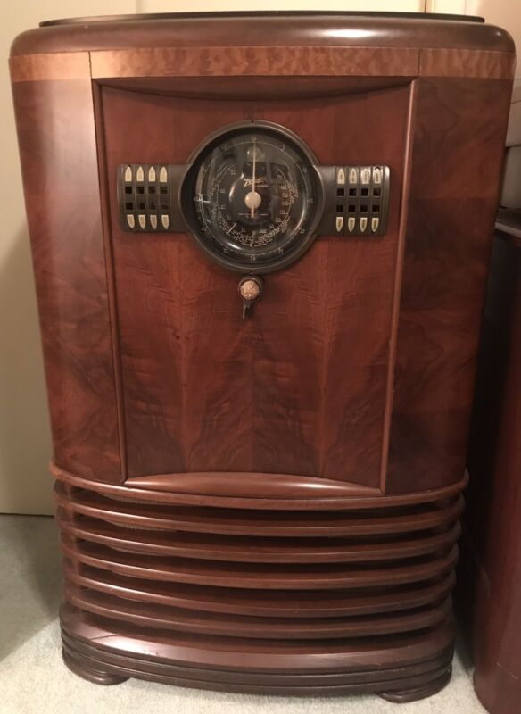 Zenith 9-S-367 (9S367) Large and Impressive 9- Tube Three-Band Console