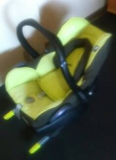 Maxi Cosi Car seat with multiple uses in good condiiton