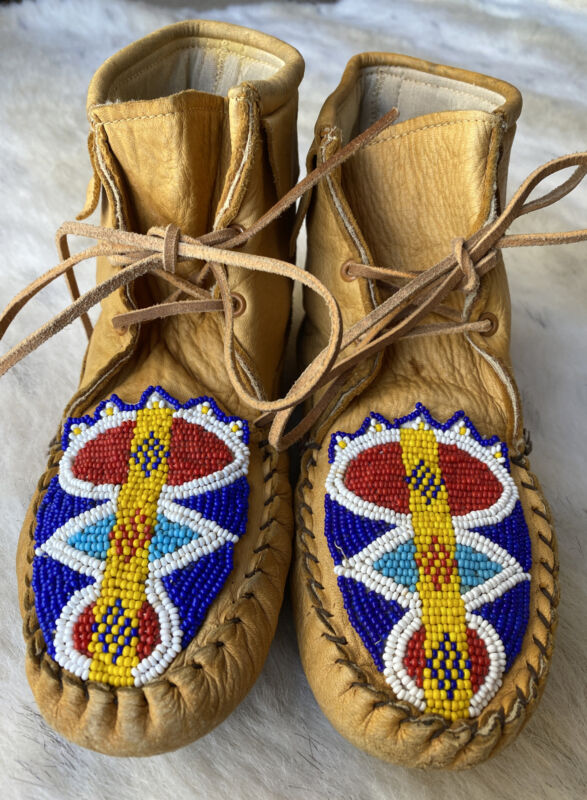 Vintage Beaded Tan Soft Sole Lined Leather Moccasins Womens Size 6