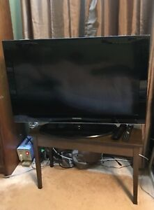 40 inches Samsung Smart TV