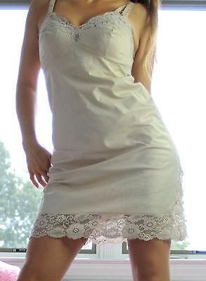 VTG Vanity Fair Ivory Smooth Nylon Fancy Lace Overlay Full Slip Dress sz 34