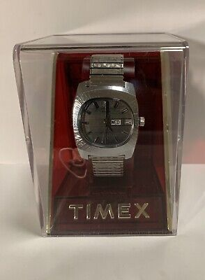 Vintage Timex Wind-Up Water Resistant Day Date Mens Watch Gray Dial NOS- Running