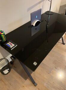 structube buy or sell desks in toronto gta kijiji classifieds rh kijiji ca