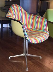 Mid Century Eames Herman Miller Arm Shell Chair  London Ontario image 8