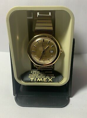 Vintage 1977 Timex Wind- Up Water Resistant Day Date Mens Watch NOS Running