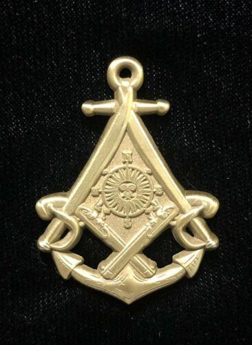 """Cutlasses and Flintlocks with Sun and Anchor"" Masonic Freemason Pirate Pin gold"