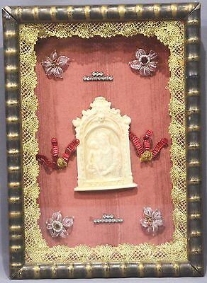 Klosterarbeit mit Marienmedallion
