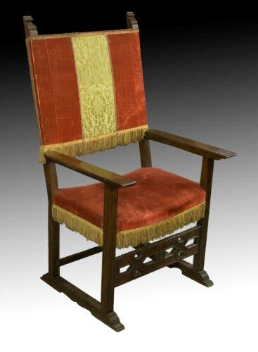 Frailero armchair. Walnut wood, textile. Spain, 17th century.