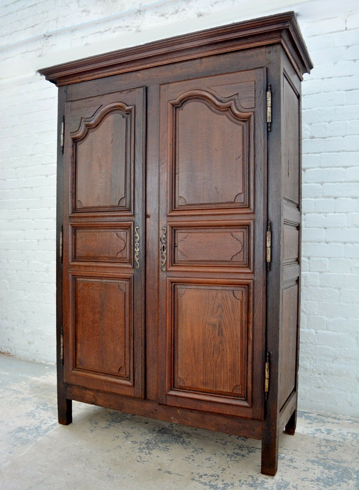 Antique 19th century Period Oak French Louis style Armoire / wardrobe