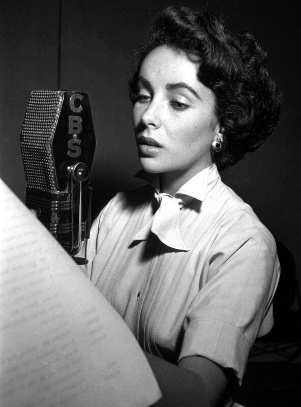Elizabeth Taylor Talking On The Microphone 8x10 Photo Print
