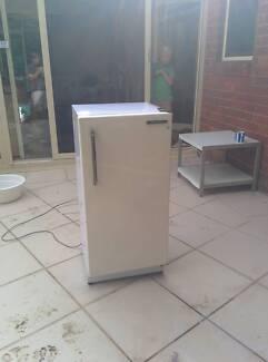 Refrigerator Sanyo SR143RH. Fridge. Small freezer section. Gordon Ku-ring-gai Area Preview