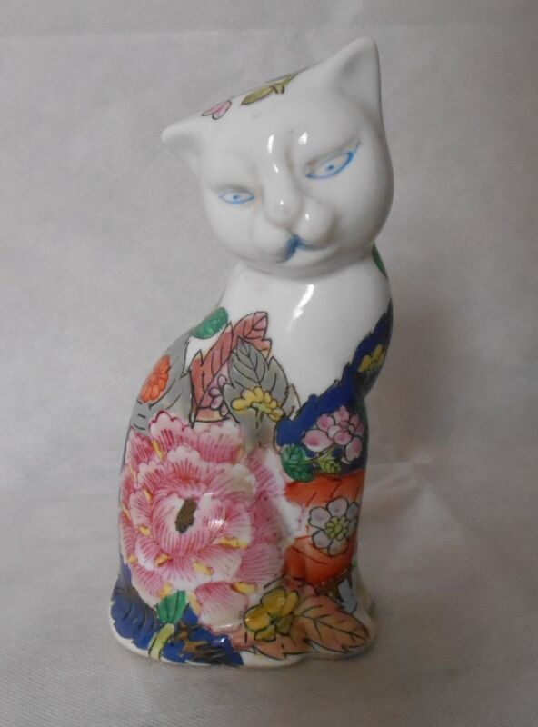 Chinese Porcelain/Ceramic Famille Cat figurines with seal mark