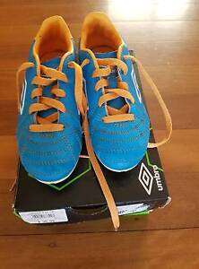 Umbro Classico 4 FG JNR boots, size US 12, Eatons Hill Pine Rivers Area Preview
