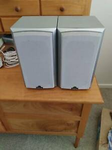 Magnat Vector Needle 11 Bookshelf speakers