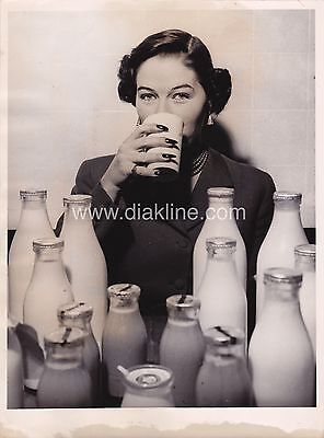 Vintage Press Photo 1940's Milk Fashion Advertising German Pin Up