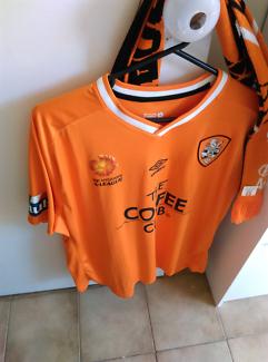 Brand New Official Size XXL Brisbane Roar Jersey With Scarf