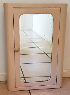Bathroom Wall Mirror Cabinet – Old and Used - Pick-up Only Greenwith Tea Tree Gully Area Preview