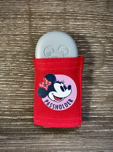 Walt Disney World Magicband Version 2 - Annual Passholder Minnie Puck Holder