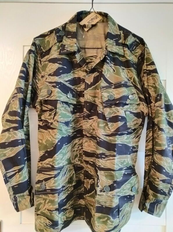Vietnam War Tiger Stripe Camo Exposed Button Combat Jacket, US-S &  US-L only.