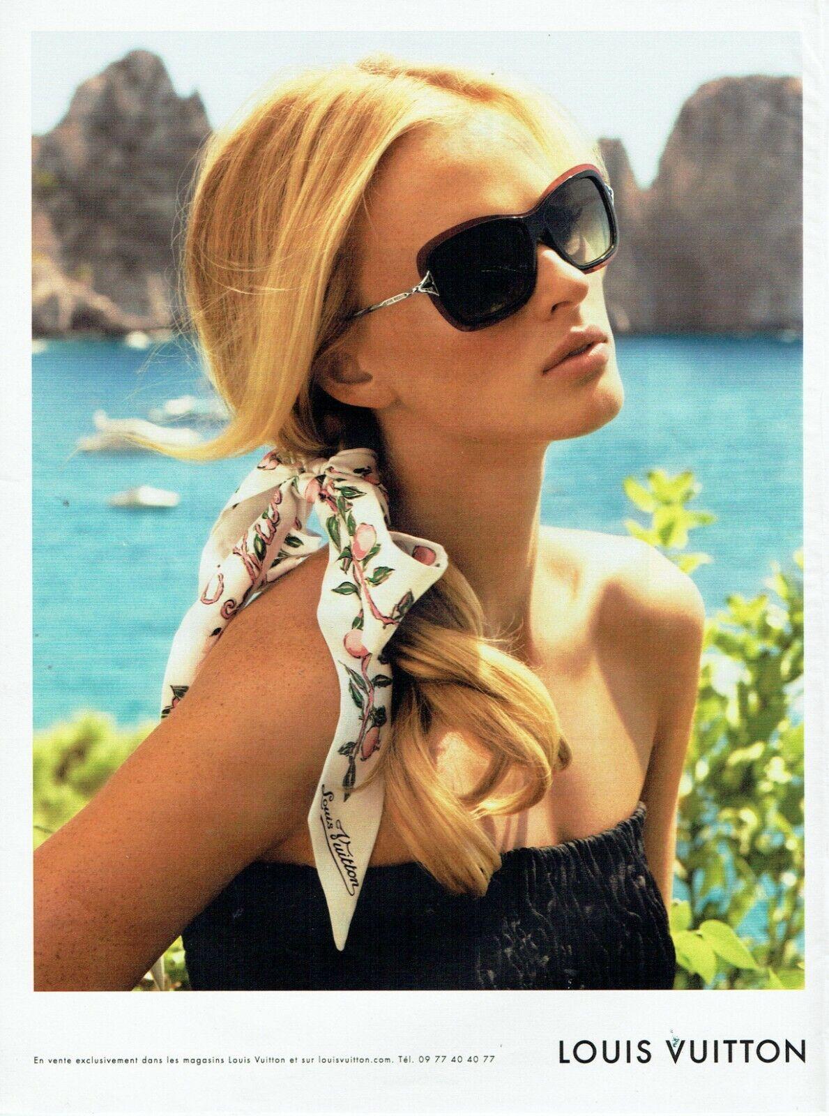 Publicité advertising 079  2011  louis vuitton   foulard lunettes solaires acces