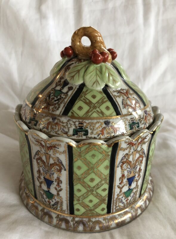 Vintage United Wilson UW1897 Chinese Export Hand Painted Porcelain Lidded Jar