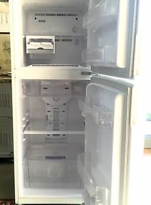 Samsung fridge/freezer in excellent condition. Byron Bay Byron Area Preview