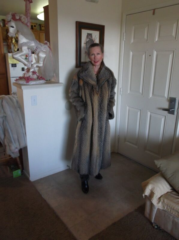 Stunning, Fox Fur Coat Full Length Red & Black w/Silverish Tips Excellnt Condit.