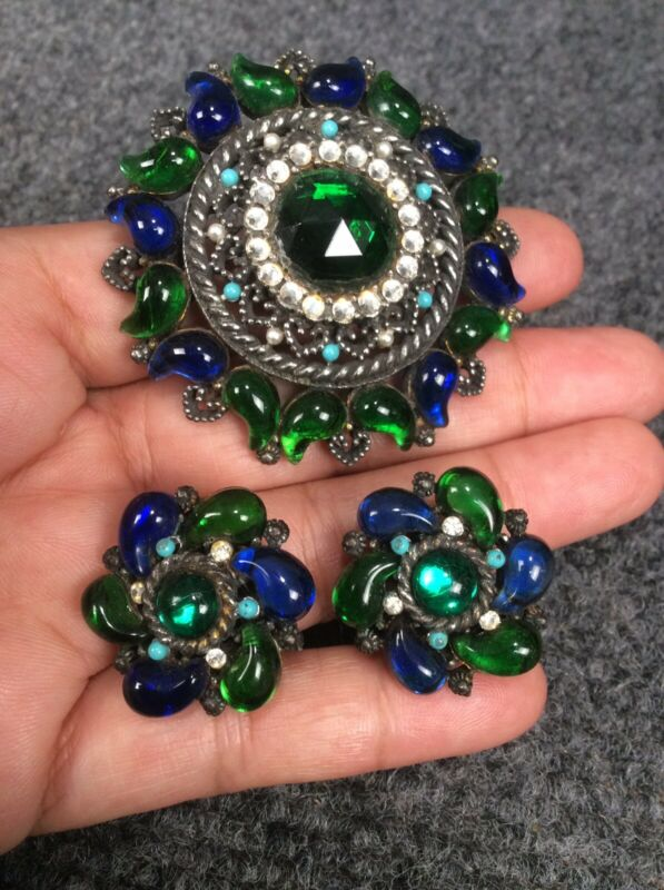 Vtg signed SA blue green gripoix rhinestone silverTone pin brooch earrings set