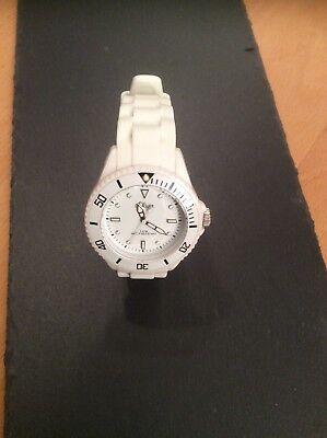 Gebraucht, s.Oliver Damen Uhr/Armbanduhr mit Silikonband weiß SO-2296-PQ gebraucht kaufen  Deißlingen