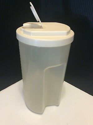 Rubbermaid Servin Saver Beverage Decanter Pitcher 2 Qt Almond Flip Top Lid