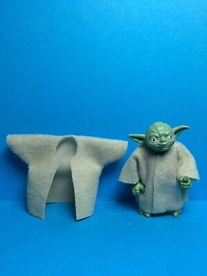 VINTAGE STAR WARS KENNER ACCESSORY-2 X YODA REPRODUCTION CLOAKS...BEIGE