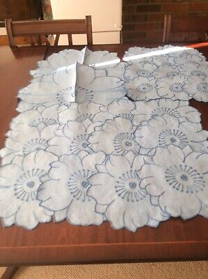 Lovely Blue On White table mat set for 12 people (F)