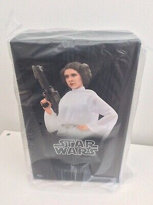 Hot Toys MMS298 Star Wars: New Hope Princess Leia Organa 1/6 Scale Action Figure