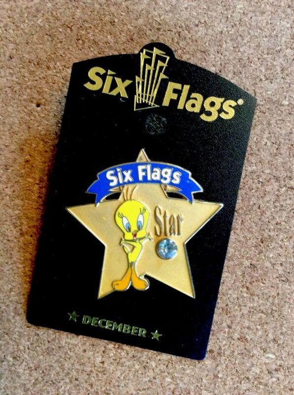 SIX FLAGS WARNER BROS TWEETY BIRD STAR DECEMBER  BIRTHSTONE  COLLECTIBLE PIN NEW