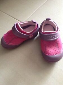 Crocs toddler size 6