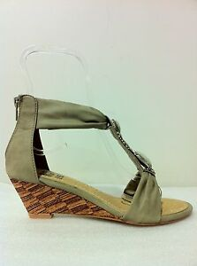 WOMENS-SHOES-NEW-GLEAM-BY-NO-SHOES-CHIC-LOW-WEDGE-HEEL-STRAPPY-SANDALS-IN-CAMEL