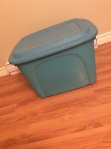 Large storage tote