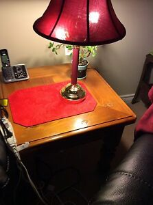 BEAUTIFUL 2 OAK END TABLE IN GREAT CONDITION