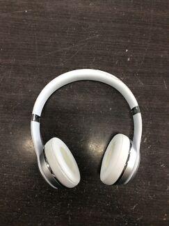 White/Silver Wireless Solo Beats Headphones