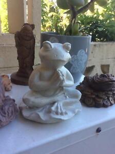 Statue Frog