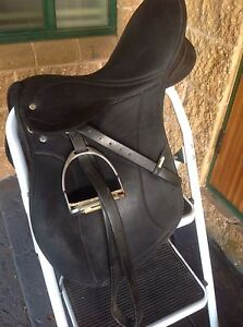 """WINTEC PRO SADDLE 17"""" FULLY MOUNTED BLACK ALL PURPOSE Seville Yarra Ranges Preview"""