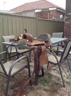 Cheap Western style horse saddle