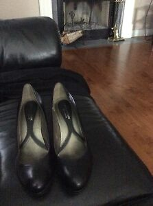 Black leather naturalizer shoes 9W