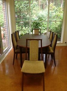 Extendable wooden dining room table with 6 chairs New Lambton Heights Newcastle Area Preview