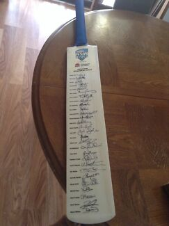 *****2014 hand signed cricket bat