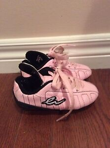 Girl shoes-  soccer shoes size Y8 -see all pictures  London Ontario image 6