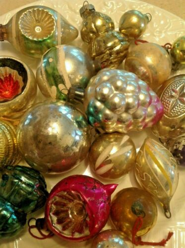 LOT 19 CRAZY OLD VINTAGE ANTIQUE CHRISTMAS ORNAMENTS INDENT GRAPES EGG HAY HIVE
