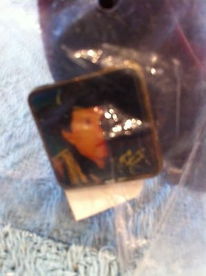 NEW GEORGE STRAIT BLACK HAT LAPEL PIN
