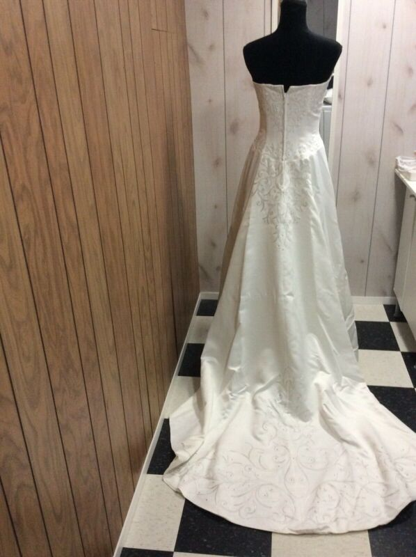 Wedding Gown Paloma Blanca Brand New, size 10