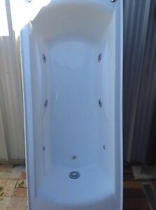 Spa Bath 6 jet Ambarvale Campbelltown Area Preview